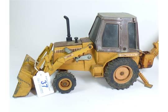 ERTL DIE CAST CASE 580 BACKHOE CONSTRUCTION KING (MADE IN