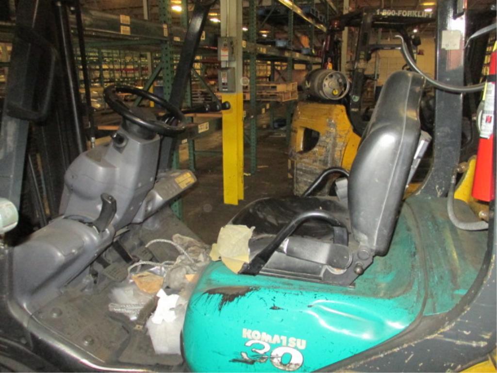 Lot 107 - Komatsu FG30SHT-16 4-Wheel LP Gas Forklift Truck [battery dead, propane not included]. MFD: 2007;