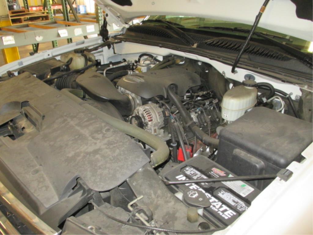 Lot 113 - 2006 Chevrolet Silverado C350 Reg Cab Automatic 2WD Service Truck, 6.0L V8 Gasoline Engine, 100