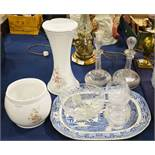 A group of assorted ceramic and glass including a