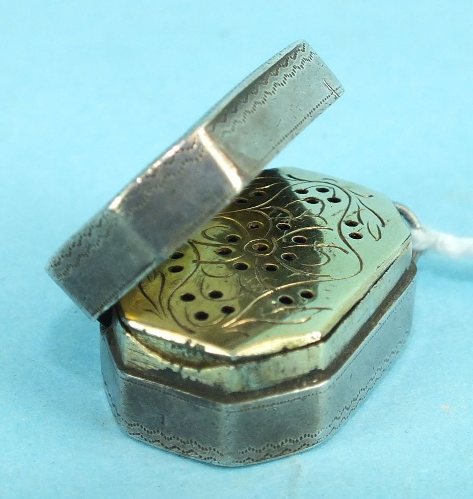Lot 465 - A Georgian silver vinaigrette of octagonal form, the lid with engraved monogram and decoration,