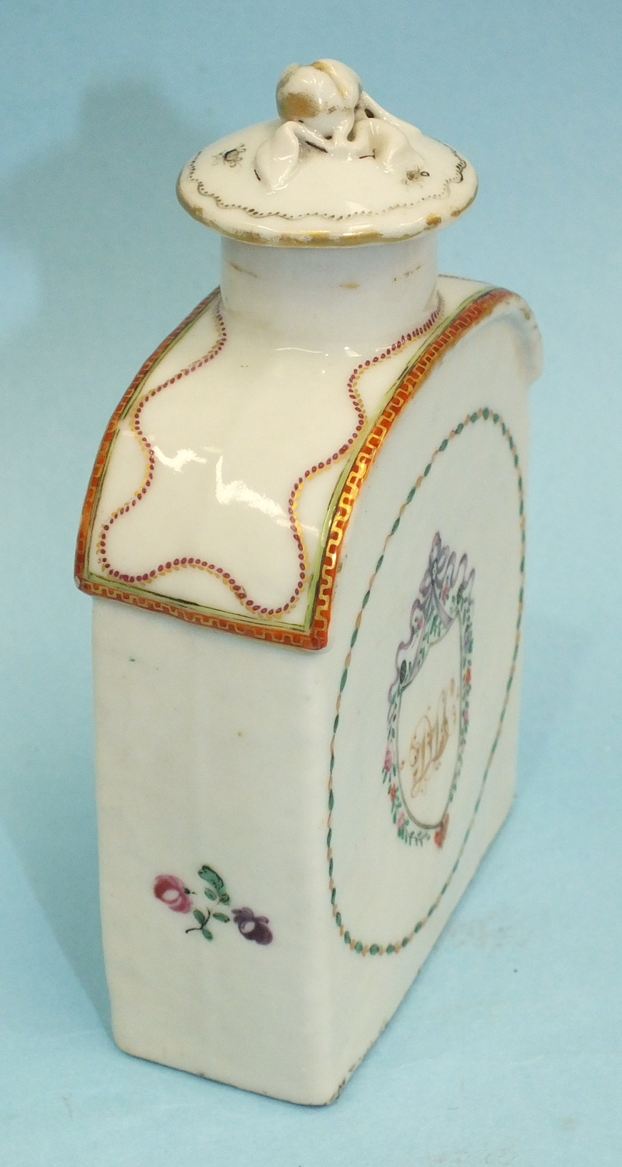 A late-18th century Chinese porcelain teapoy and cover c1790 decorated with an initialled crest, ( - Image 6 of 6