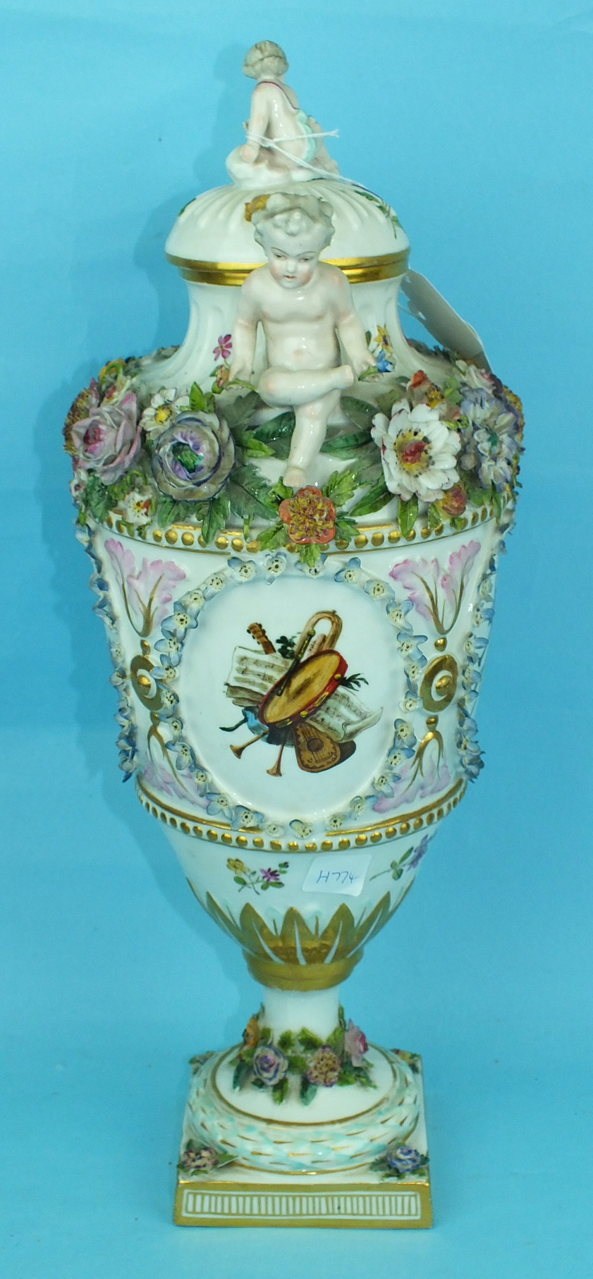 A large 19th century Continental porcelain vase and cover painted with an oval panel of a courting - Image 2 of 6