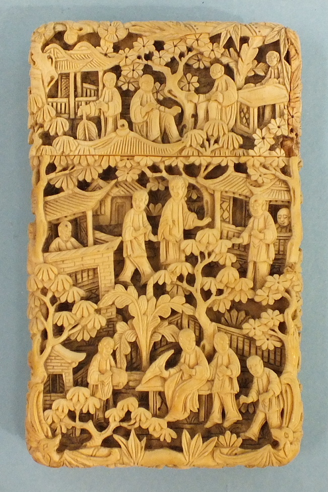 A 19th century Chinese ivory card case deeply-carved with figures in rural pursuits and garden - Image 3 of 11