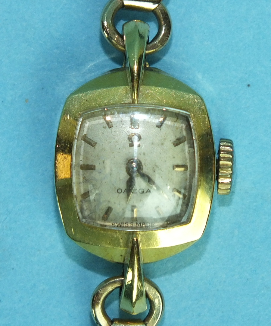 Lot 151 - Omega, a ladies gold wrist watch with 18ct gold case and 9ct gold bracelet, 16g.