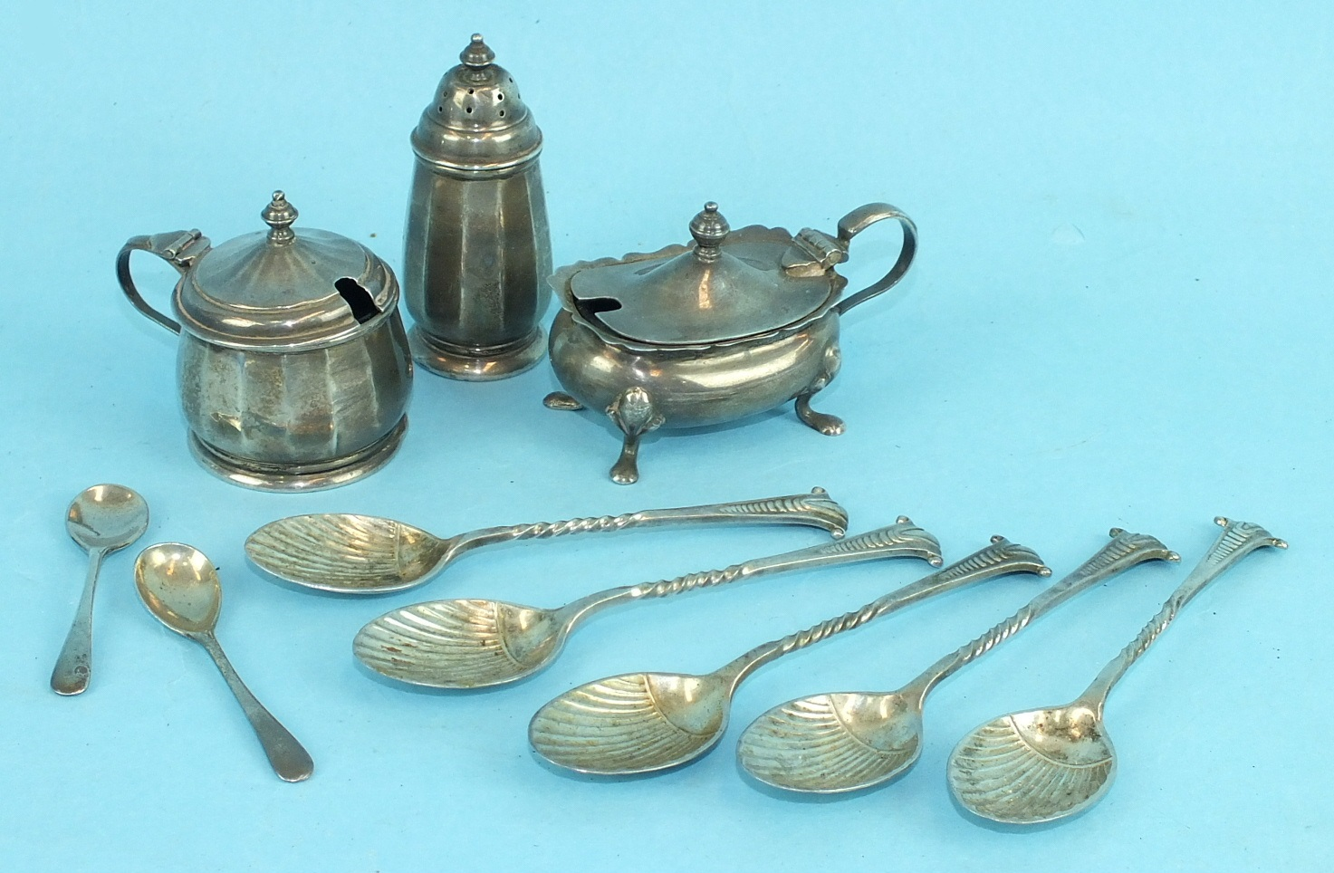 Lot 454 - Two 20th century mustard pots, a pepper, five teaspoons and other miscellaneous small silver, (a
