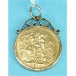 A 1918 George V sovereign in 9ct gold mount, 9.3g.