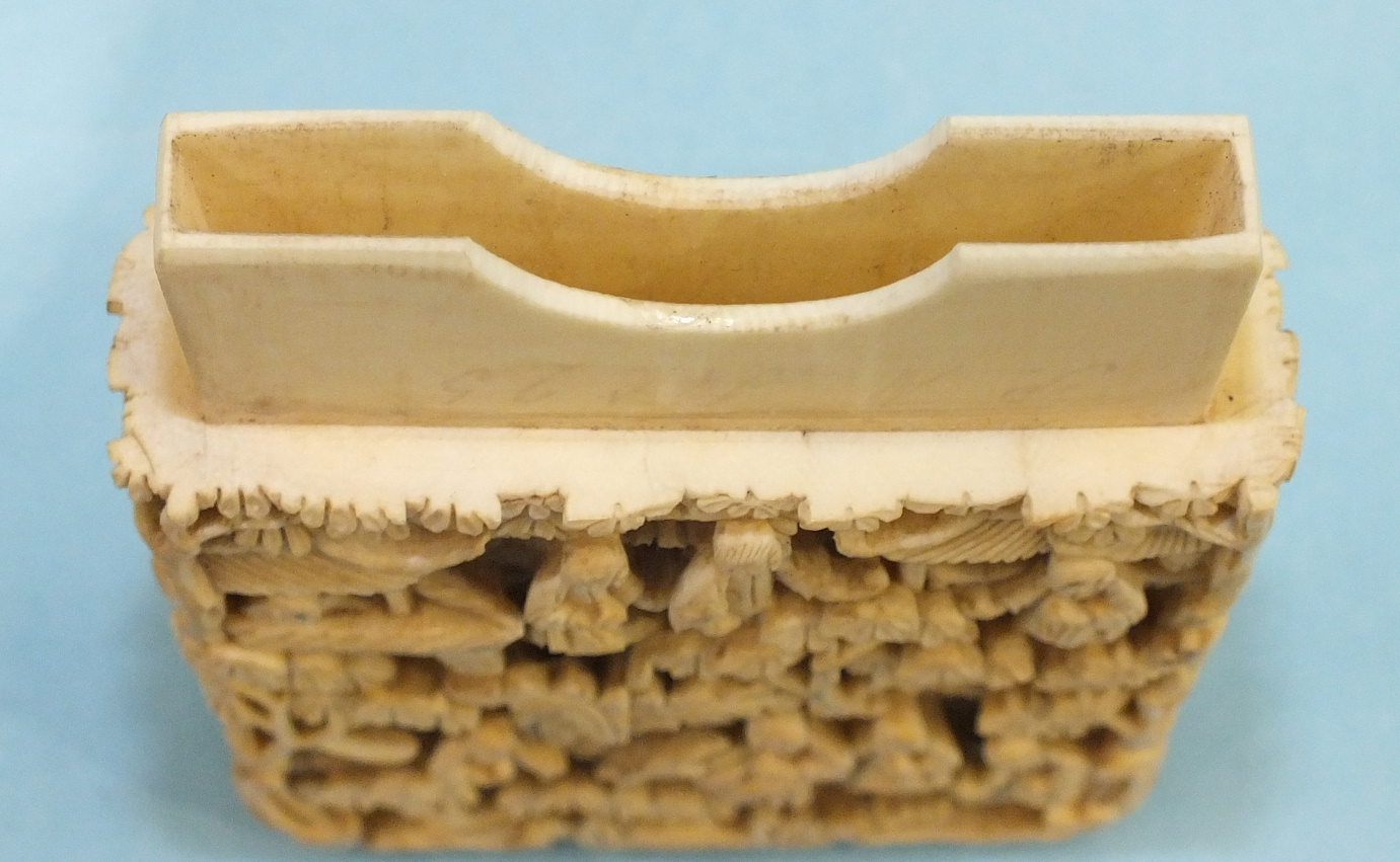 A 19th century Chinese ivory card case deeply-carved with figures in rural pursuits and garden - Image 8 of 11