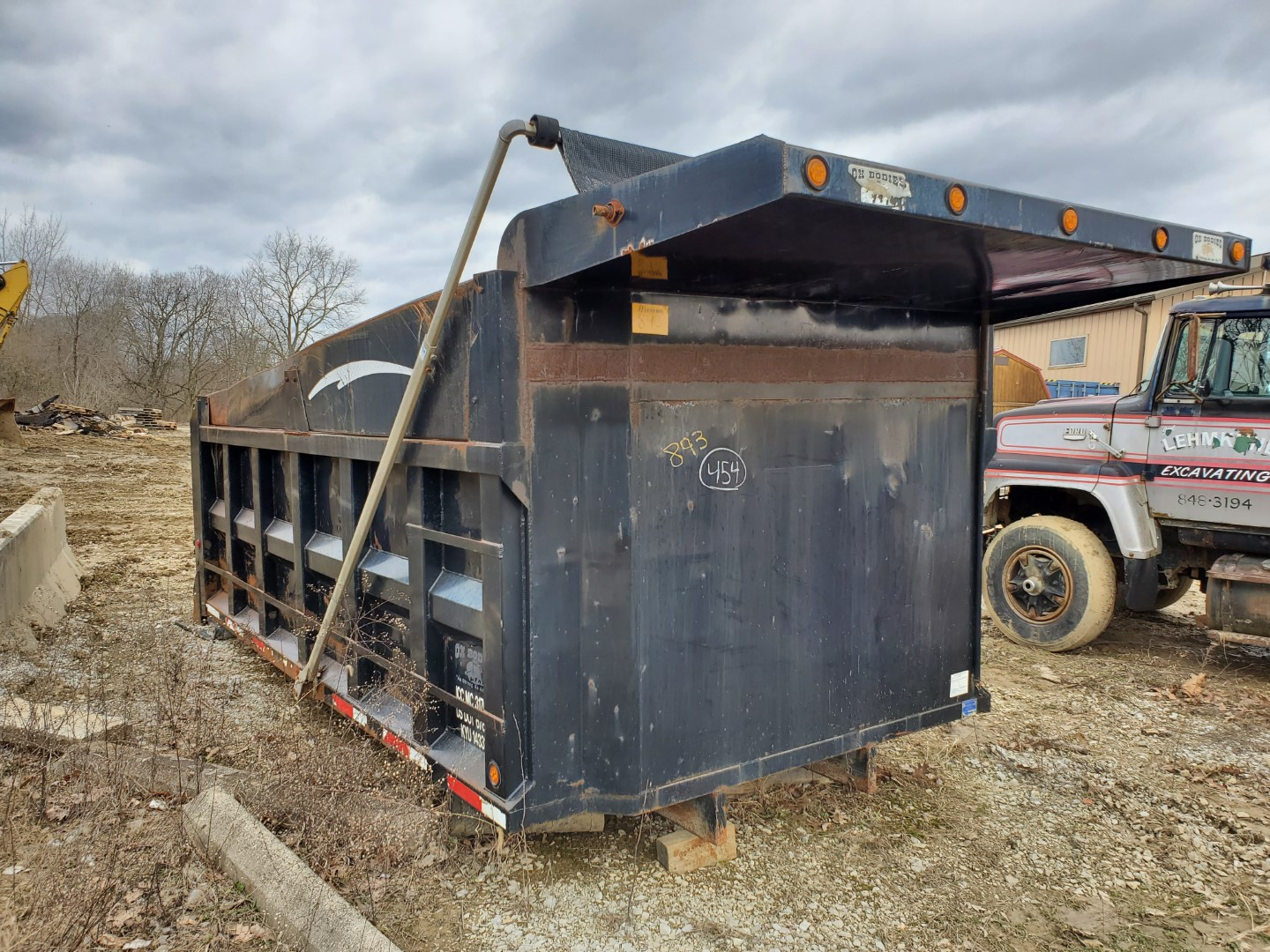 Oxbodies 16 ft, 17-19 Yard Dump Bed w/ Tarp System, Loading Fee, $350 - Image 4 of 6