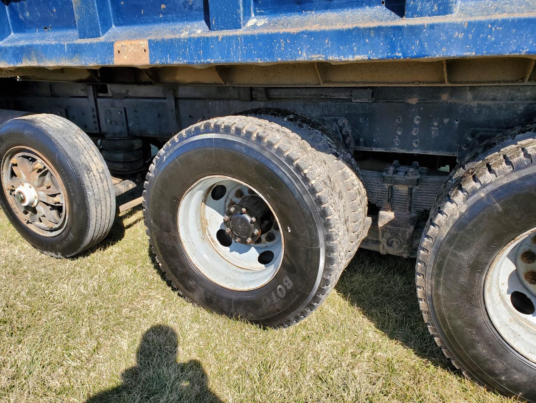 2002 GMC C 8500 16' Tri Axle Dump Truck w/ Steerable Lift Axle, Auto, Cat C7, 16' Steel Dump Bed - Image 10 of 26