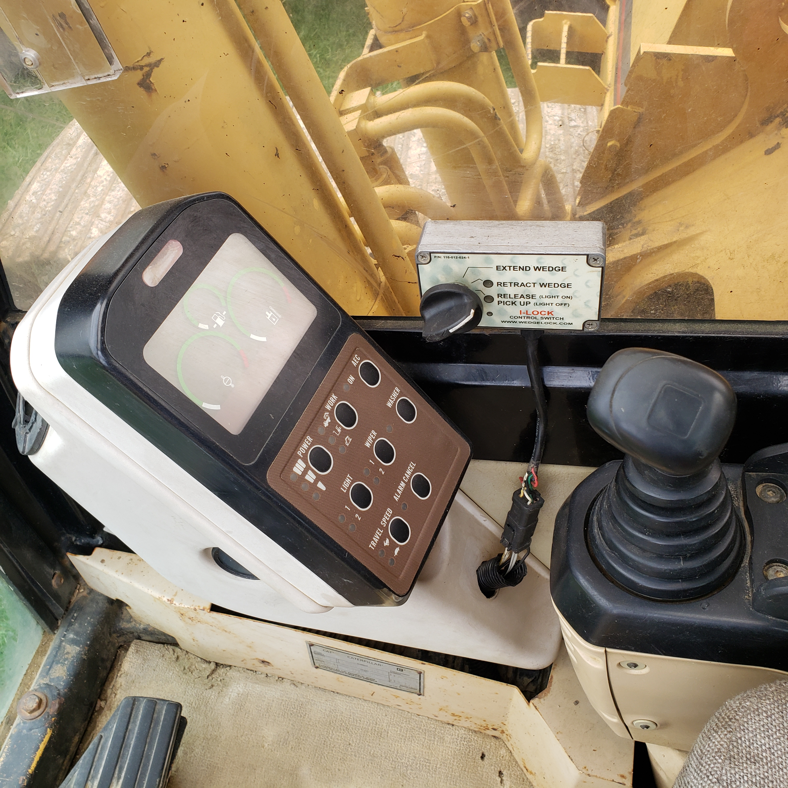 1996 Caterpillar 322L Hydraulic Excavator, Enclosed Cab, 28 in Bucket, Cat 3116 Engine, 9579 Hours - Image 13 of 18