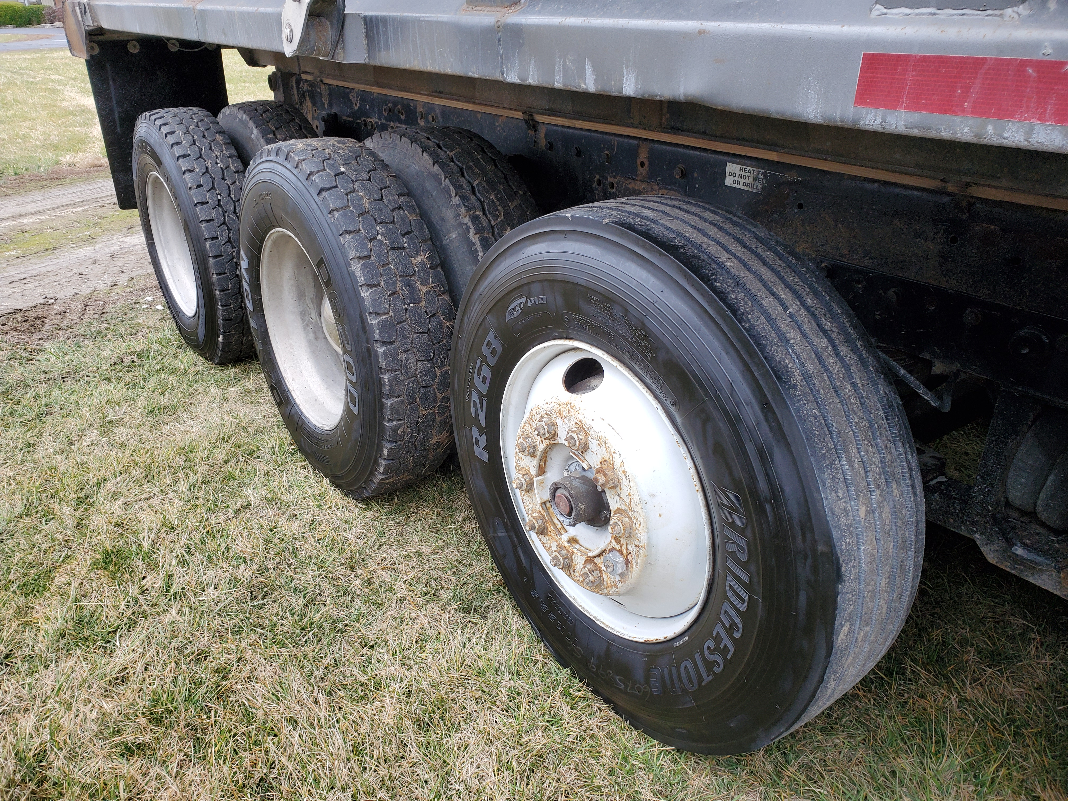 Lot 29 - 1999 Kenworth T-800 Dump Tri-Axle Dump Truck, Cummins N-14, 460E+, 8 LL Transmission