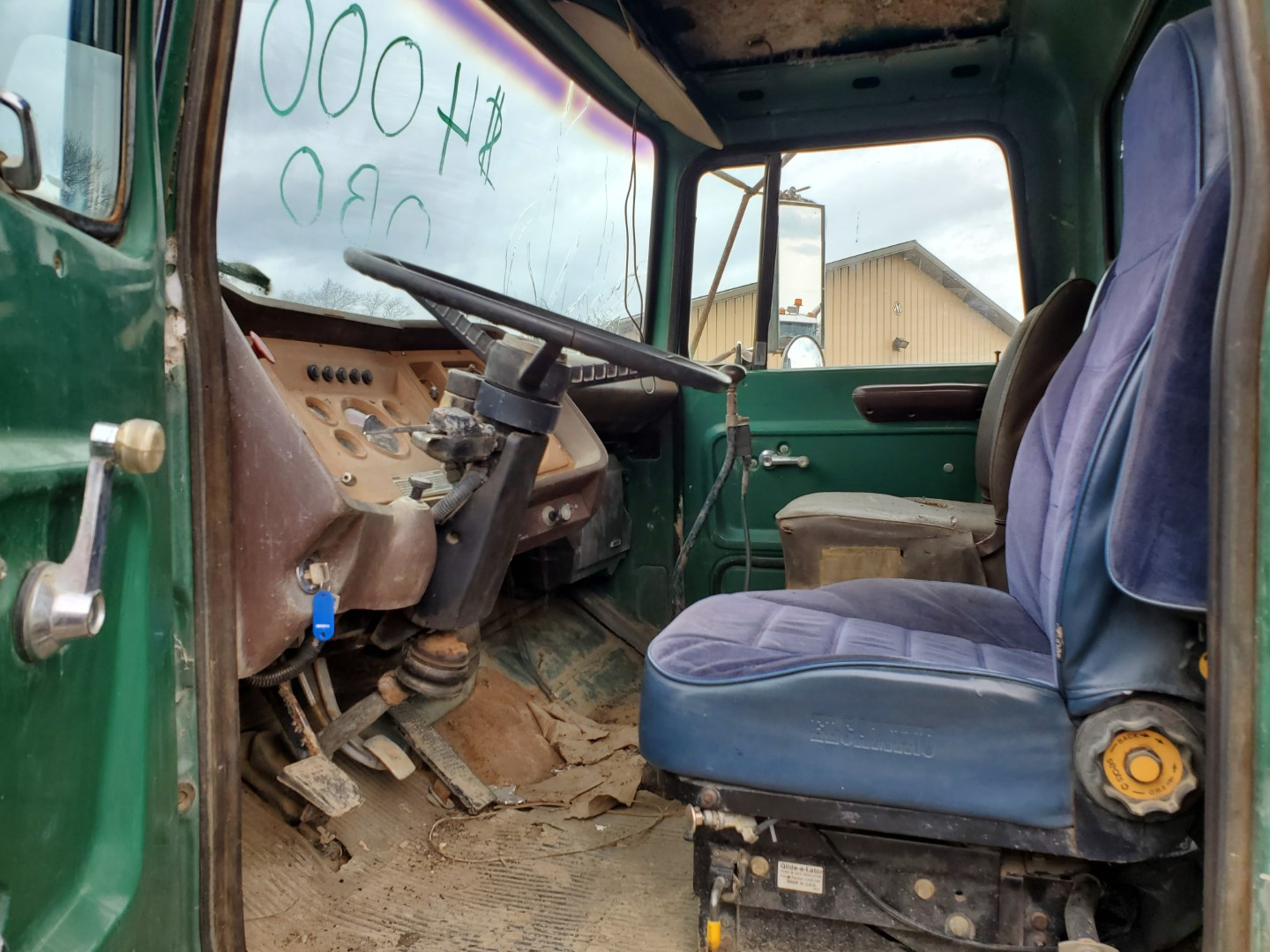 1976 Ford 8000 Single Axle Dump Truck, 9 ft Dump Bed, Manual Transmission, 2-Speed Axle, 86,500 Mile - Image 5 of 6