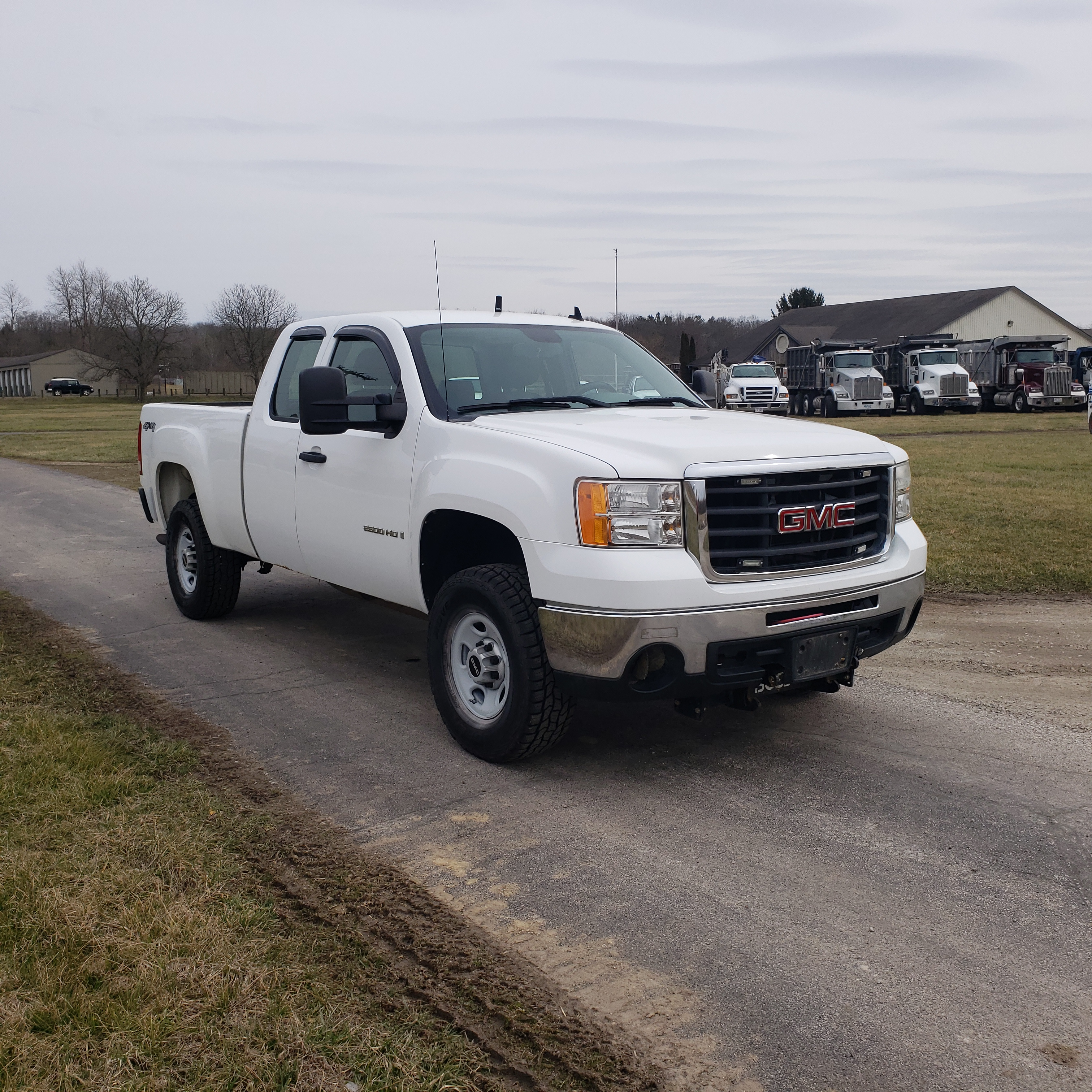 Lot 16 - 2009 GMC 2500 HD, 4x4, 8' Bed, 4 x 4, 6.0 Liter Gasoline Engine (CNG for first 70,000 miles) Auto