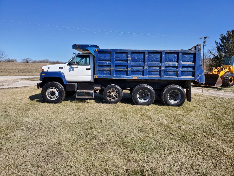 2002 GMC C 8500 16' Tri Axle Dump Truck w/ Steerable Lift Axle, Auto, Cat C7, 16' Steel Dump Bed