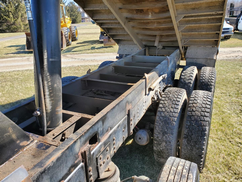 2002 GMC C 8500 16' Tri Axle Dump Truck w/ Steerable Lift Axle, Auto, Cat C7, 16' Steel Dump Bed - Image 23 of 26