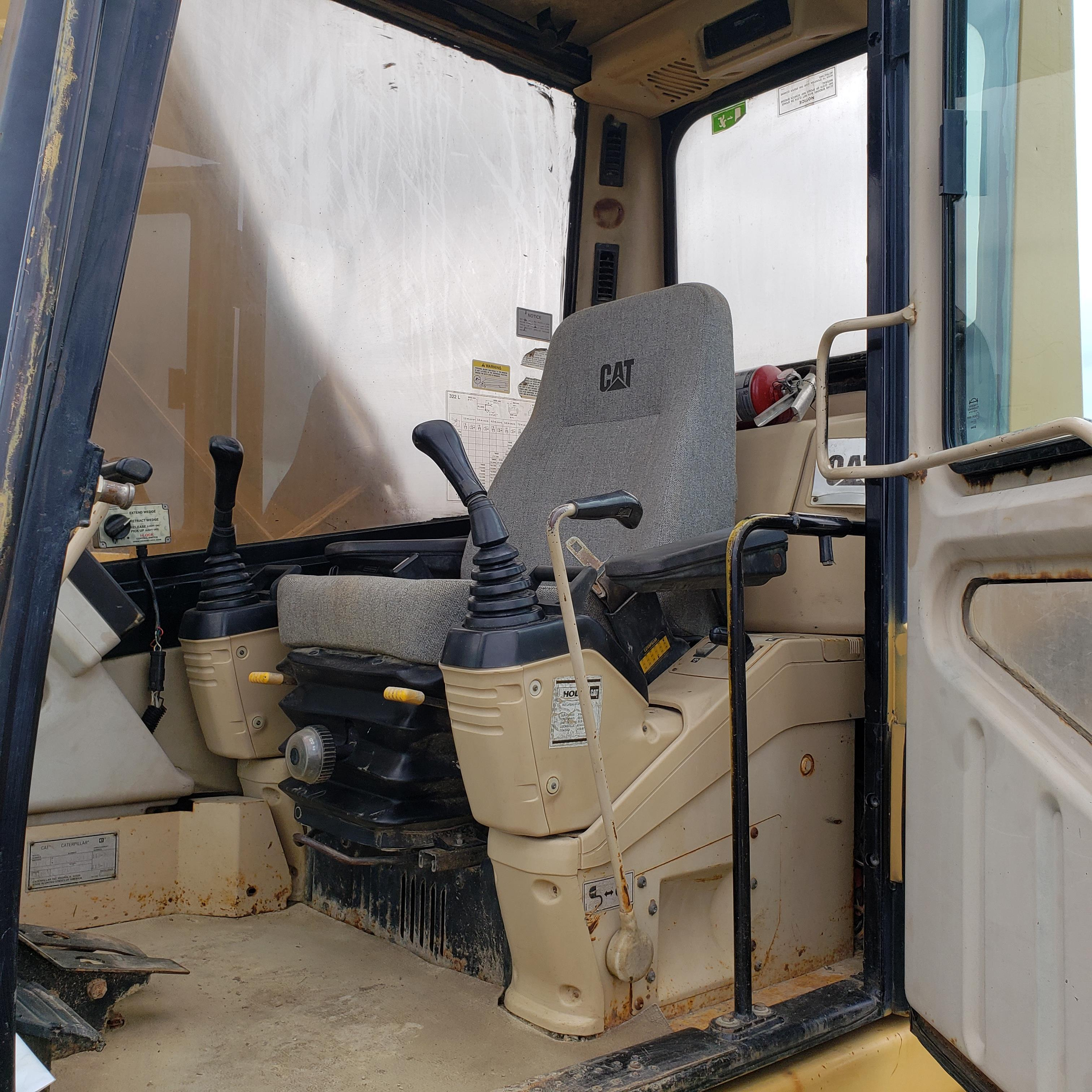 1996 Caterpillar 322L Hydraulic Excavator, Enclosed Cab, 28 in Bucket, Cat 3116 Engine, 9579 Hours - Image 11 of 18