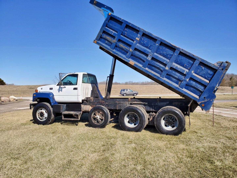 2002 GMC C 8500 16' Tri Axle Dump Truck w/ Steerable Lift Axle, Auto, Cat C7, 16' Steel Dump Bed - Image 20 of 26