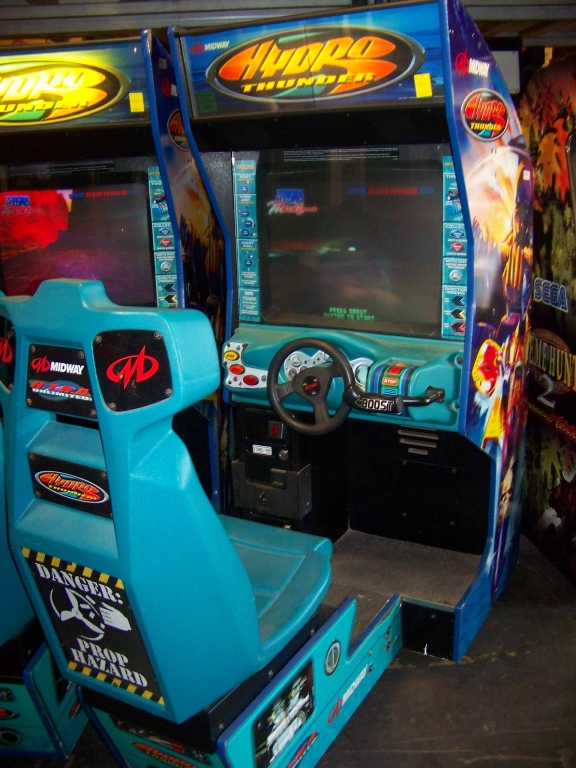 Lot 33 - HYDRO THUNDER RACING ARCADE GAME MIDWAY