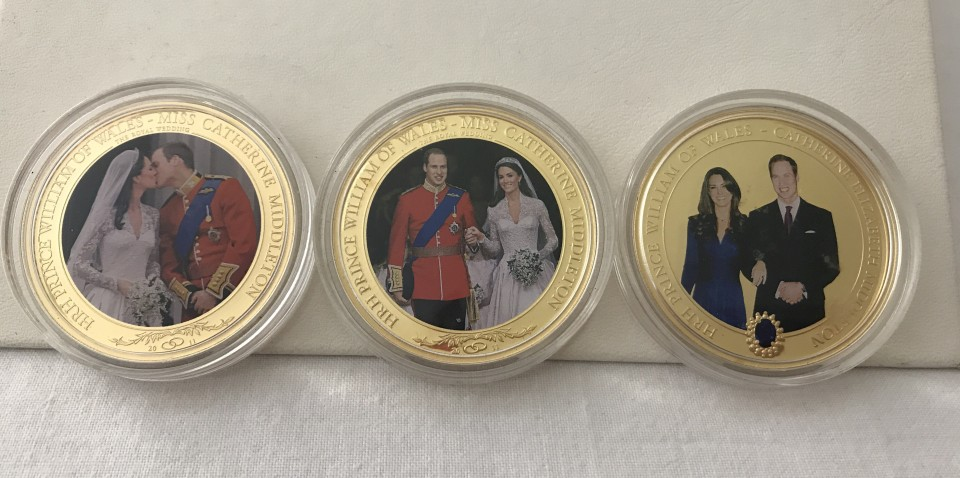 Lot 46 - 3 x Cook Islands commemorative gold plated 1 dollar coins.