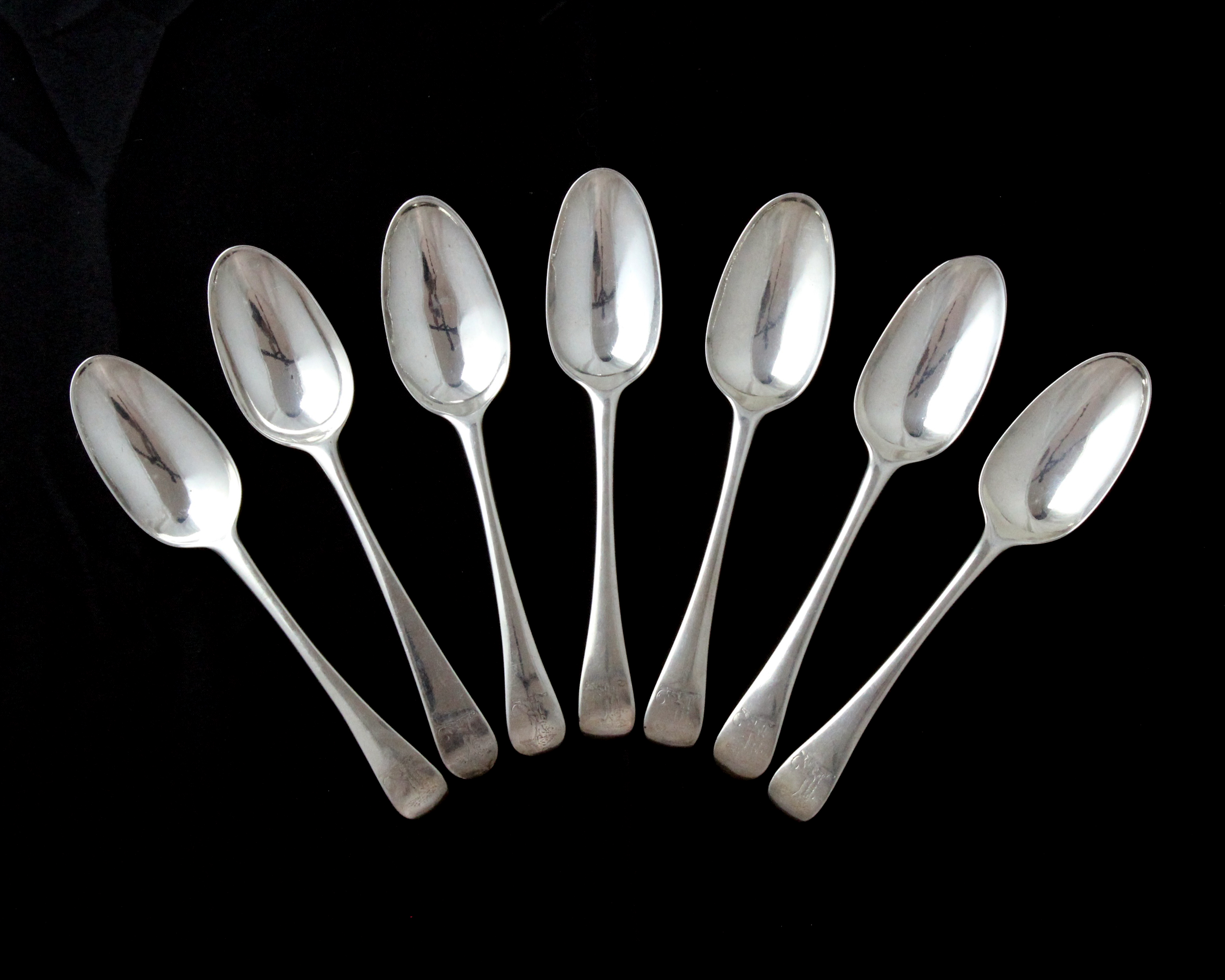 Los 2 - A set of seven antique George II Sterling Silver tablespoons by Joseph Smith I, London 1734