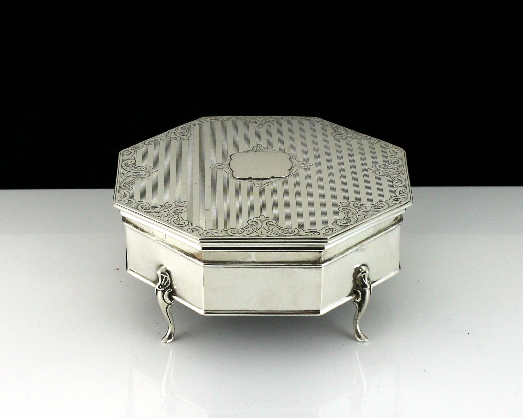 An antique George V Sterling Silver jewellery box by Henry Matthews, Birmingham 1912 of octagonal