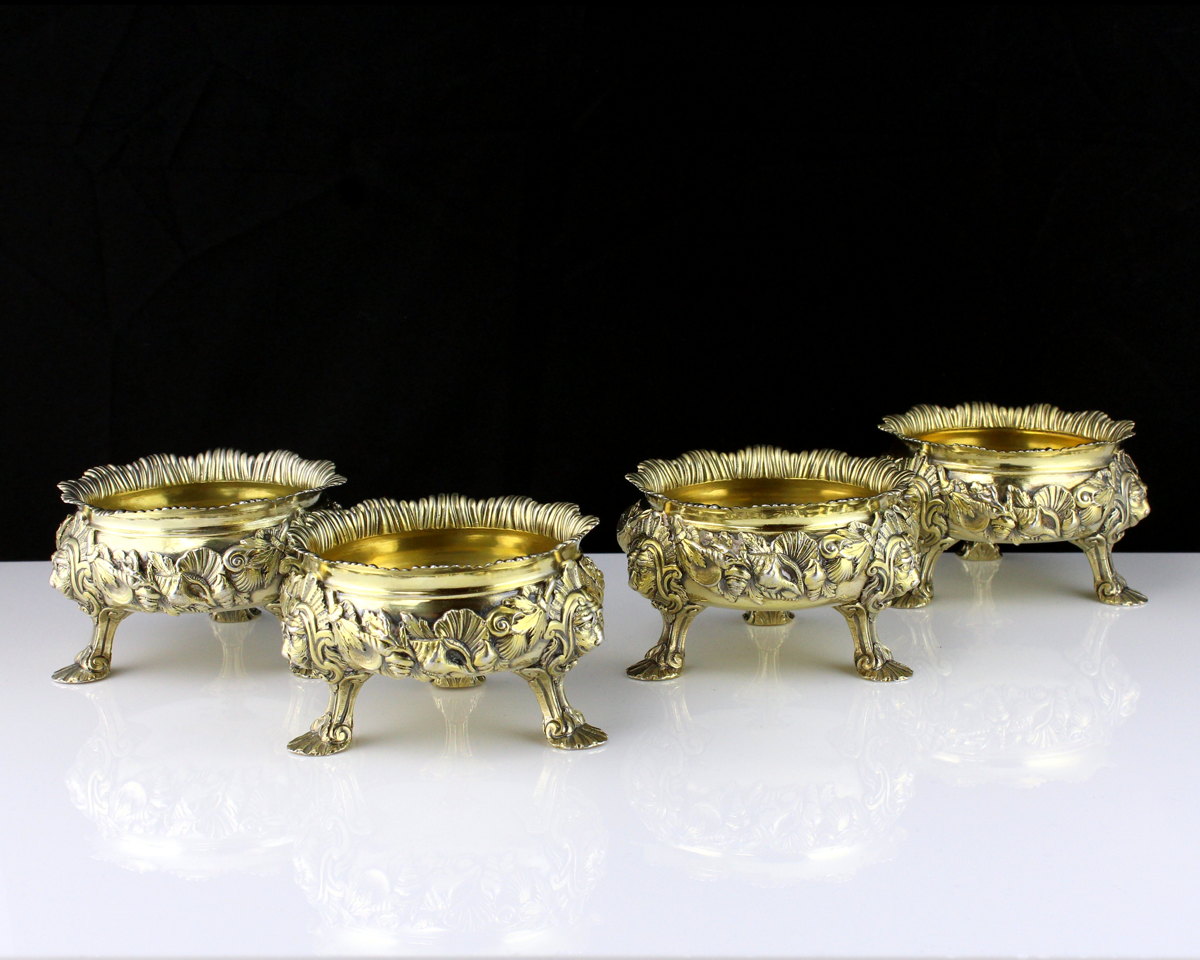 Los 48 - A set of four antique George II Sterling Silver gilt salt cellars by Peter White, London 1746 of