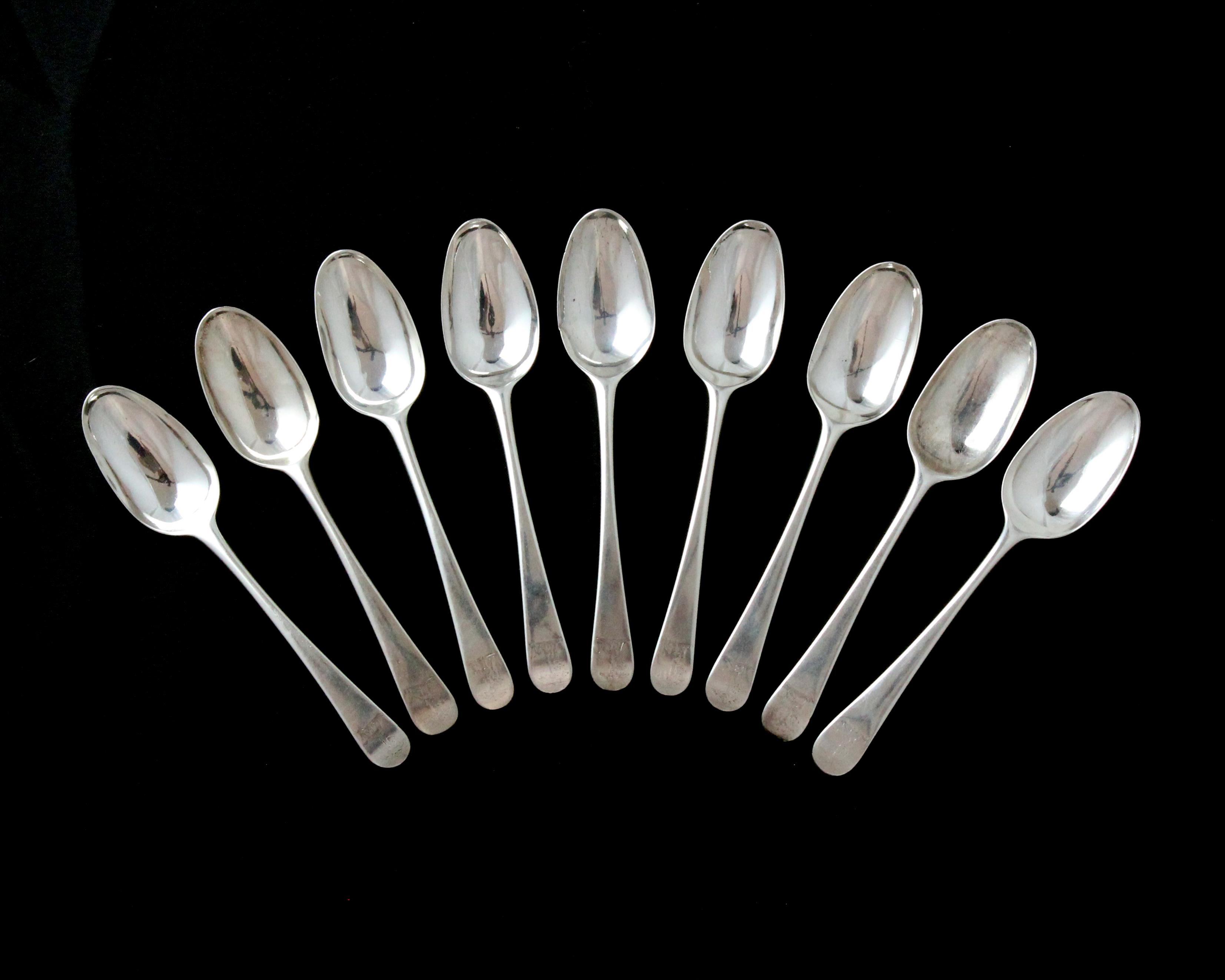 Los 3 - A set of nine antique George II Sterling Silver dessert spoons by Isaac Callard, London 1759 in