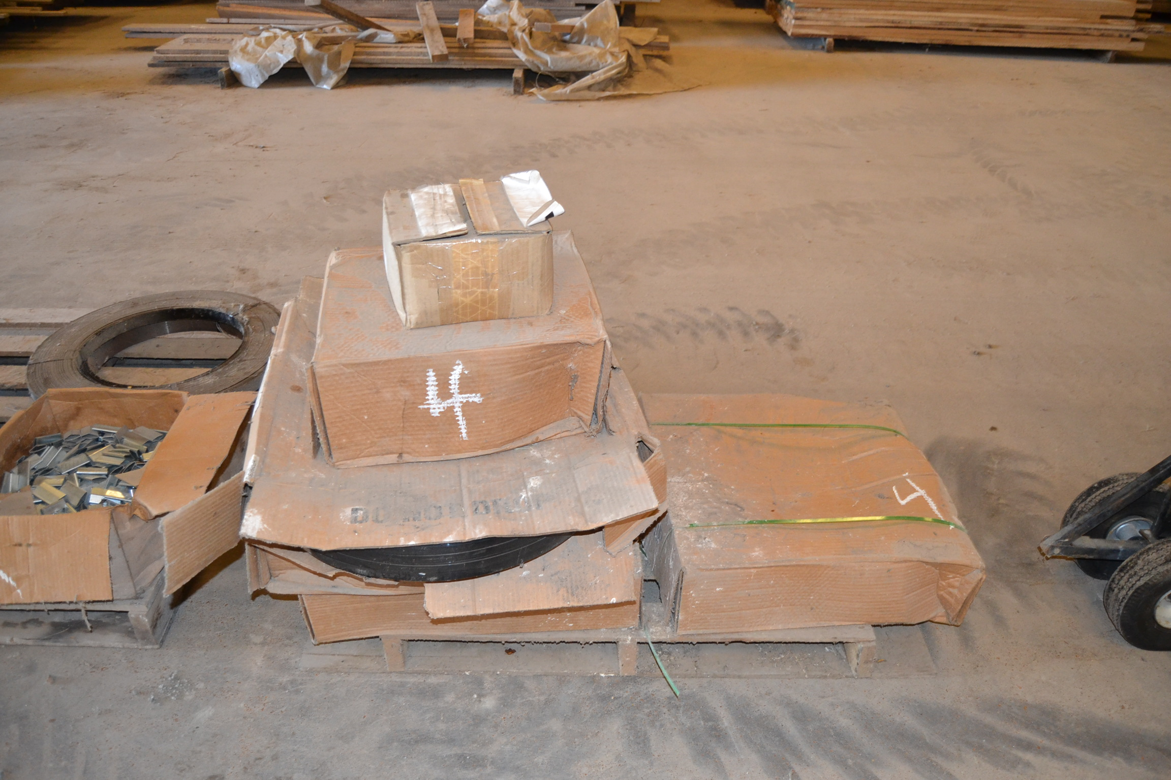 Lot 4 - PLASTIC BANDING & CLAMPS