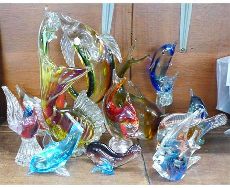 Twelve items of Murano glass including fish, dolphins, etc.