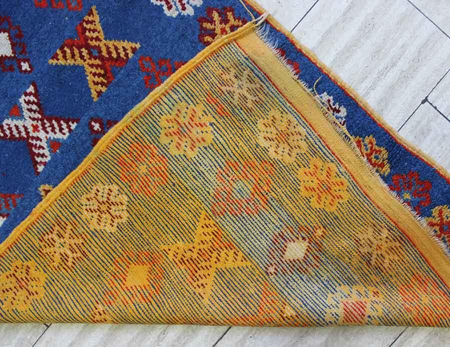 marokko atlas alt teppich blaugrundig mit vielfarbigen ornamenten pflanzengef rbt alterssp 100. Black Bedroom Furniture Sets. Home Design Ideas