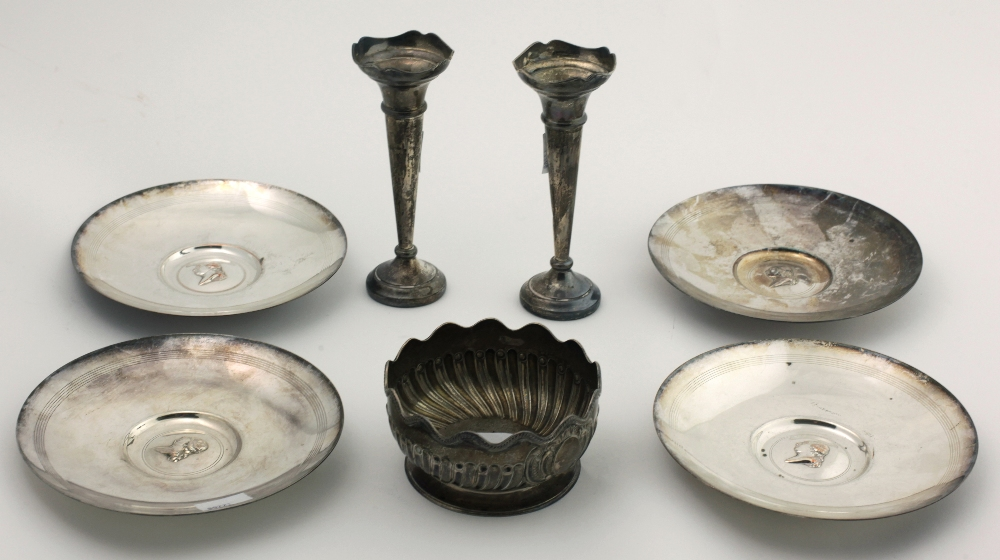 Lot 30 - A small English Victorian silver Bowl, with wavy rope rim, and reeded body on plain circular base,