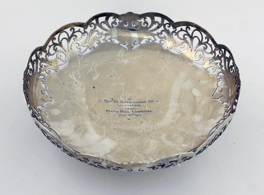 Lot 39 - An attractive circular pierced English silver Fruit Bowl, of low proportions, Sheffield 1947,