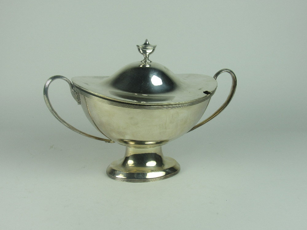 Lot 50 - A quality 19th Century boat shaped silver plated Soup Tureen and Cover,