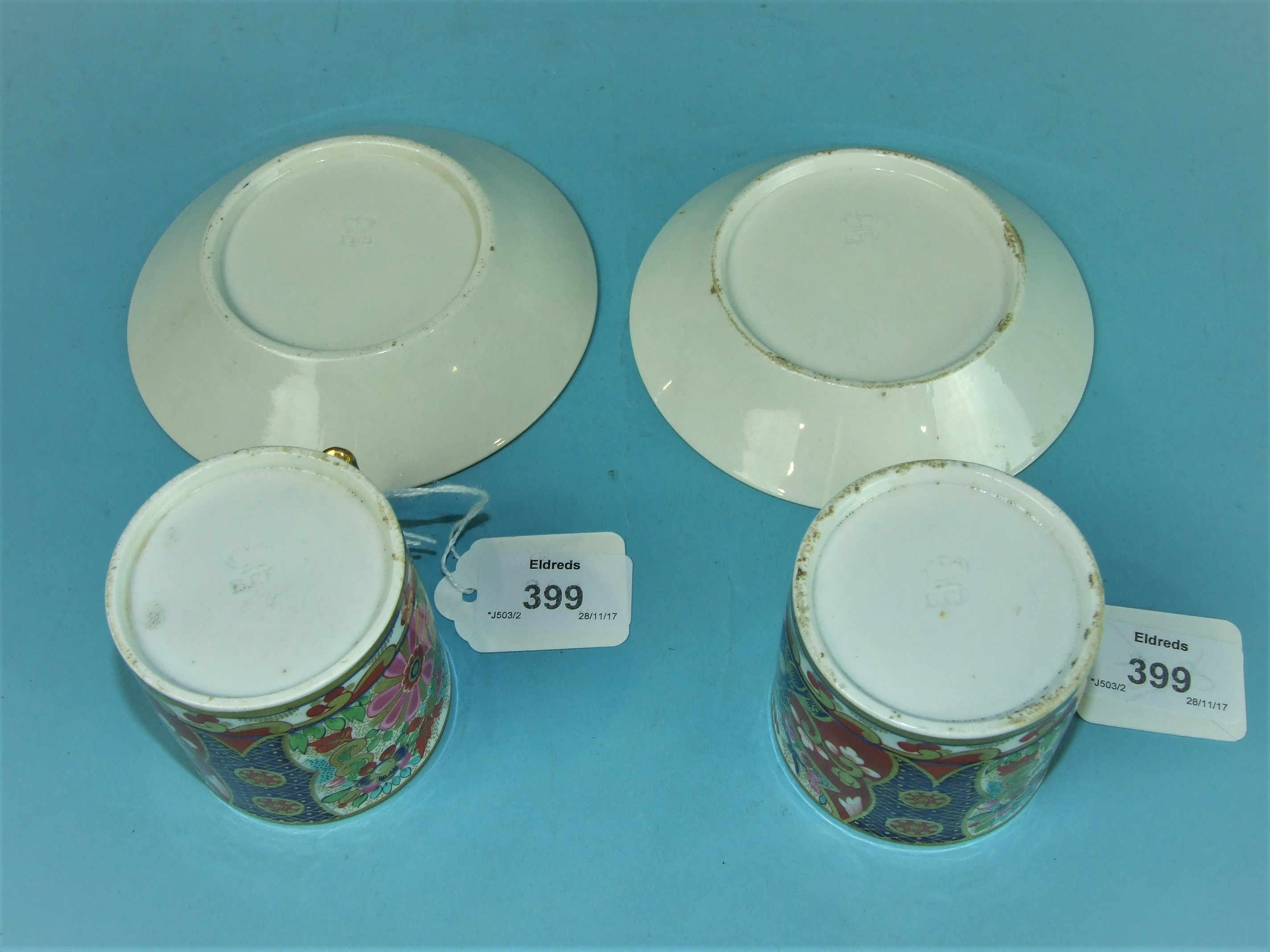 Lot 399 - A pair of Barr, Flight and Barr, Worcester, Imari pattern cans and saucers, impressed marks, saucers