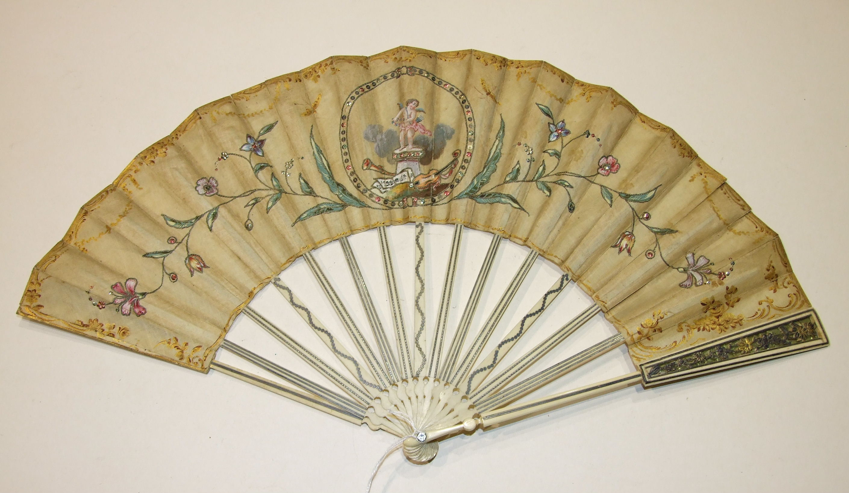 Lot 346 - An 18th century fan, the guards pierced and overlaid with gold and silver, the sticks inlaid with
