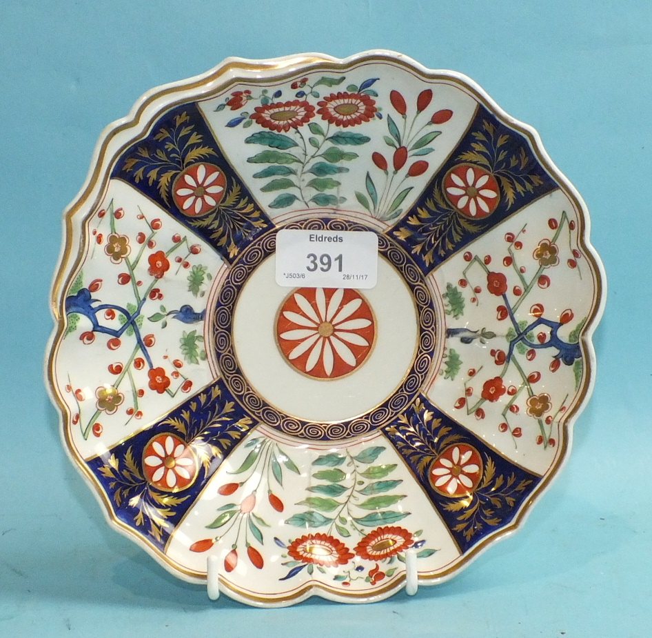 Lot 391 - A Flight, Barr and Barr, Worcester, shell-shaped dish c1810, decorated in the Imari palette, 20cm