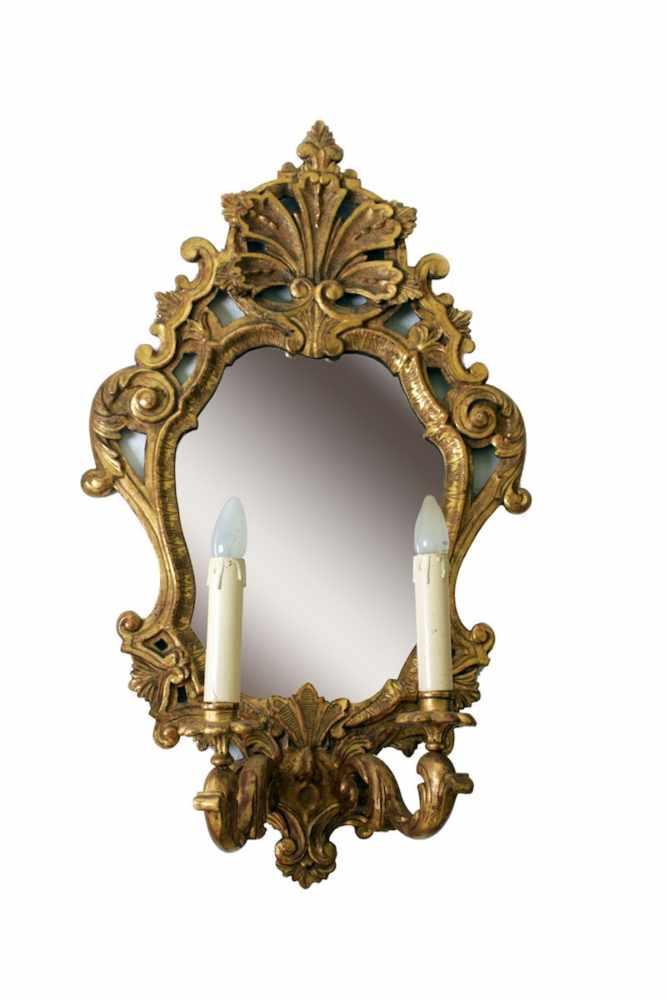 PAAR OF WANDAPPLIKEN Paar Wandappliken im Stile des Barocks, mit je einem Spiegel im Schild und je 2