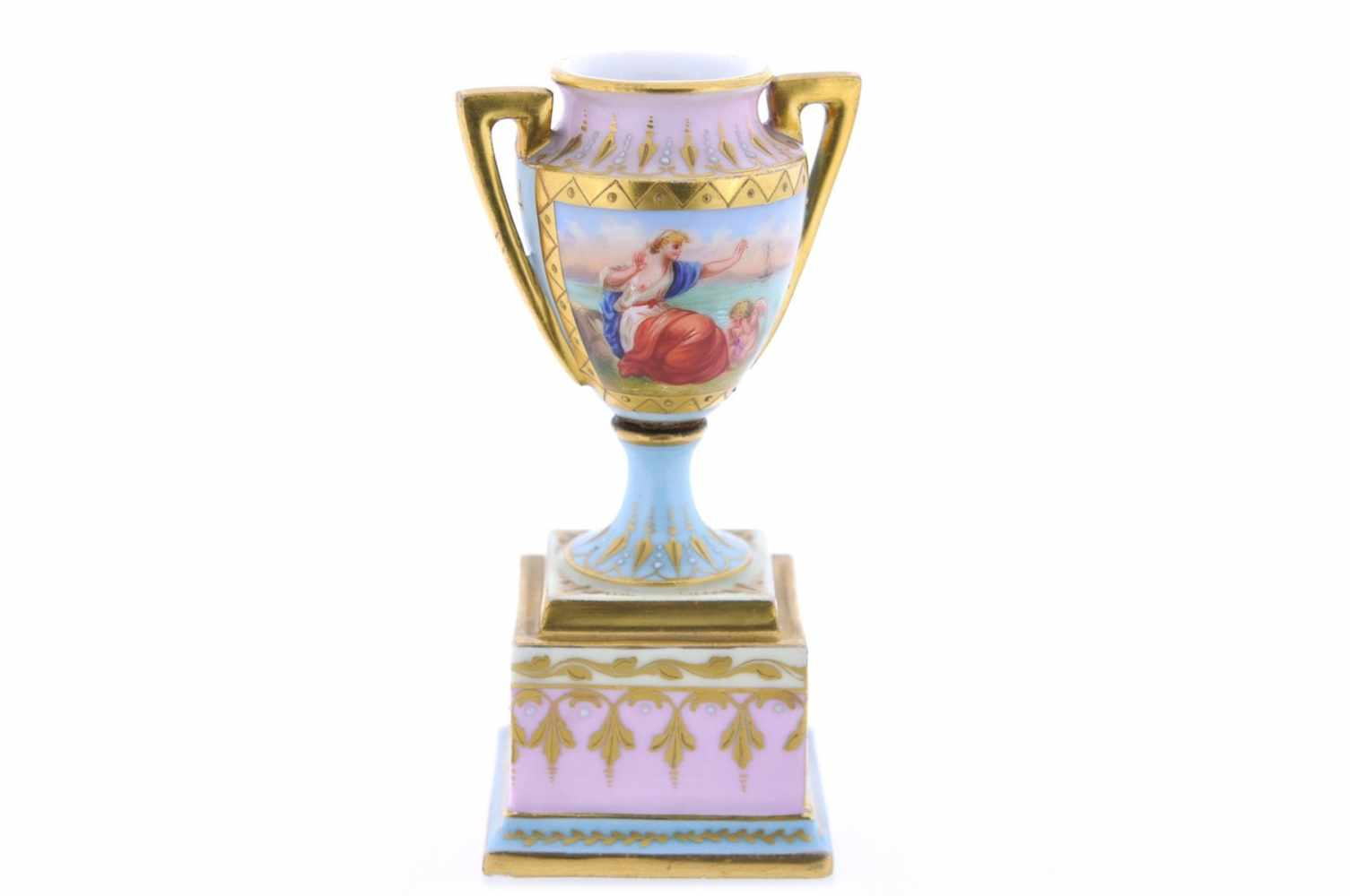 KLEINE VASE Porzellanmanufaktur Augarten, Porzellan, goldfarbige Staffierung auf weißem Fond,