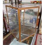 Counter top glass display cabinet