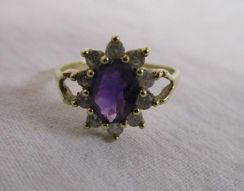 Lot 13 - Gold amethyst cluster ring
