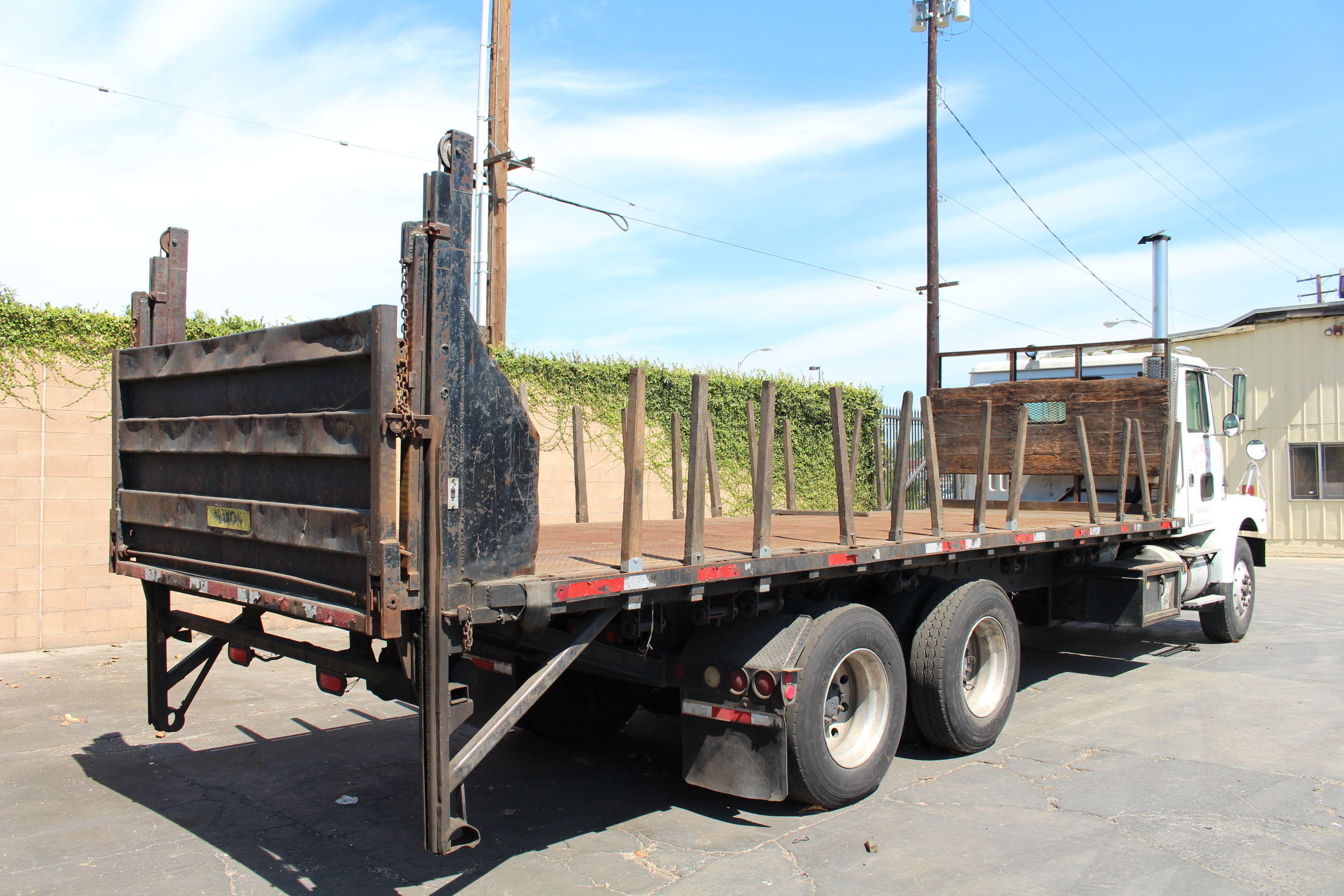 Lot 0A - 1996 VOLVO STAKE BED TRUCK, 24' BED, CUMMINGS 94 M11-330E DIESEL ENGINE, ONLY 128,612 MILES