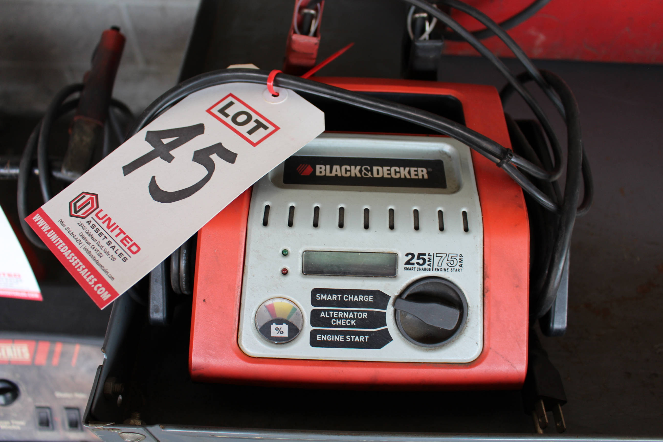 Lot 45 - BLACK & DECKER CHARGER