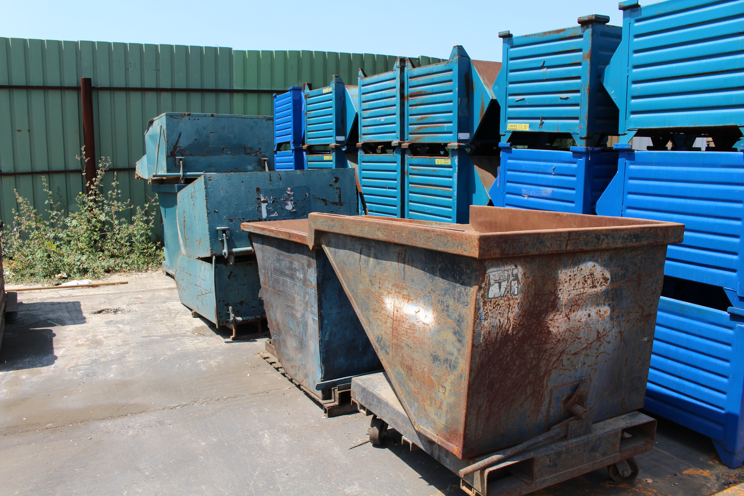 Lot 0 - PHOTOS OF SKID STEER, STAKE BED TRUCK, FORKLIFTS, (186) METAL BINS AND SHOP EQUIPMENT