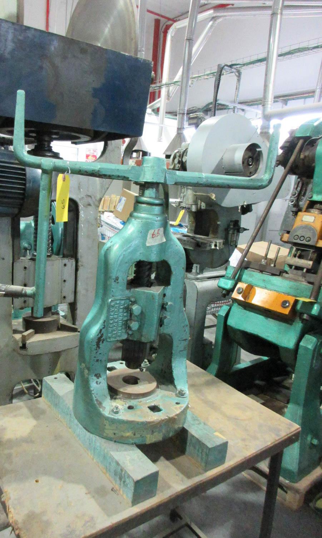 Lot 42 - SWEENEY & BLOCKSIDE MANUAL PRESSING MACHINE; MECHANICAL SCREWPRESS; 14 CM DIAMETER TABLE; 13.5 CM