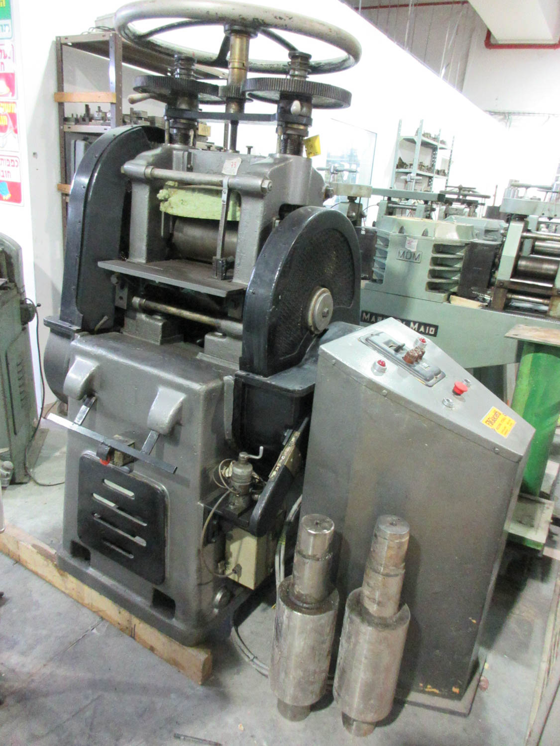 F. LLIGIACETTI MDL. LAMI 380 DOUBLE ROLLING MILL; TWIN SCREW; HAND-OPERATED; 380V; 50HZ; 3 PH, 29 CM