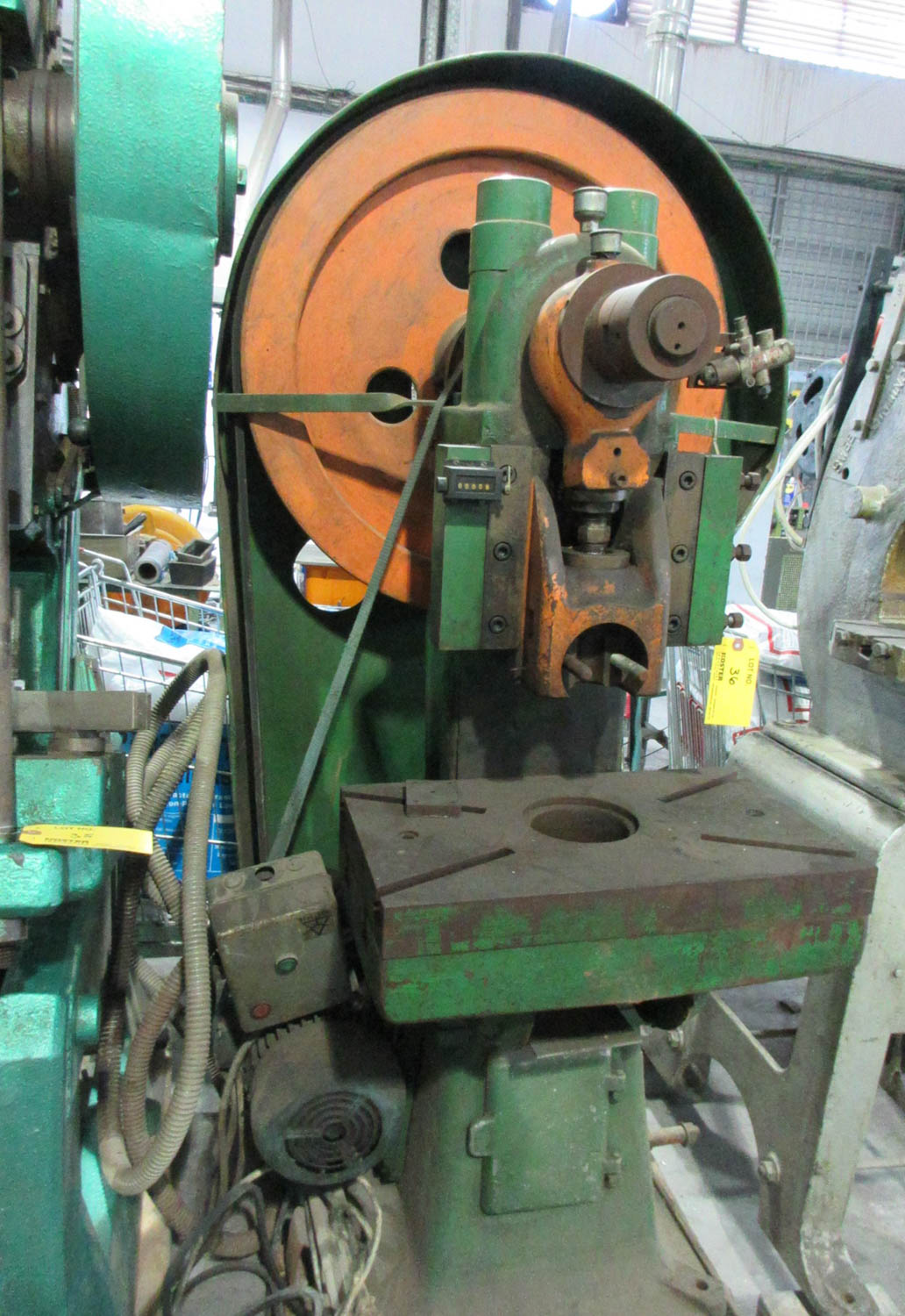 HACCARA FLYWHEEL PRESS; MECHANICAL CLUTCH; BELT DRIVE; 30 TONS; 54X32 T-SLOT TABLE; 16 CM OPEN - Image 2 of 2