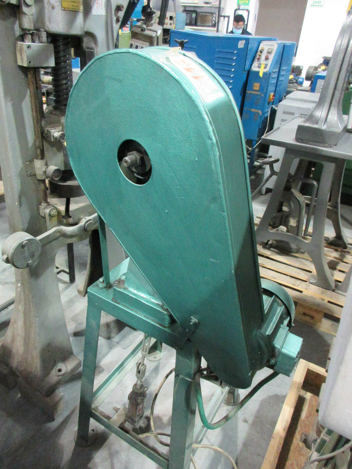 Lot 40 - C-FRAME PUNCH PRESS, 25X18 T-SLOT TABLE, 10 CM THROAT, 13 CM OPEN HEIGHT; 5 TONS [A#112][LOCATED