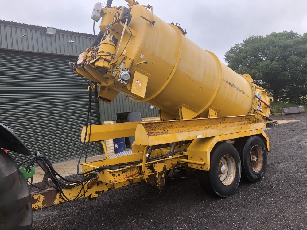 VALLELY 2500 GALLON VAC TANK (LOCATION SHEFFIELD) FULL HYD REAR (RING FOR COLLECTION DETAILS [+ VAT]