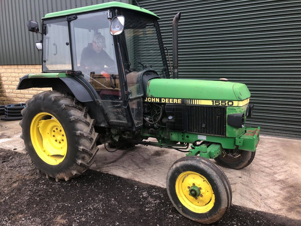 J reg JOHN DEERE 1550 2WD TRACTOR C/W PICKUP HITCH (LOCATION SHEFFIELD) 6084 HOURS, NO V5 (RING - Image 2 of 5